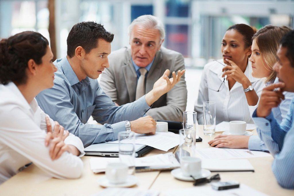 Réunion de personnes dans le contexte du consulting